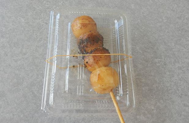 「いちかわや米店」の「焼きだんご」