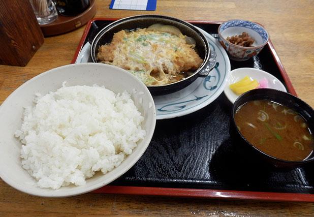 かつ玉子とじ定食(650円)