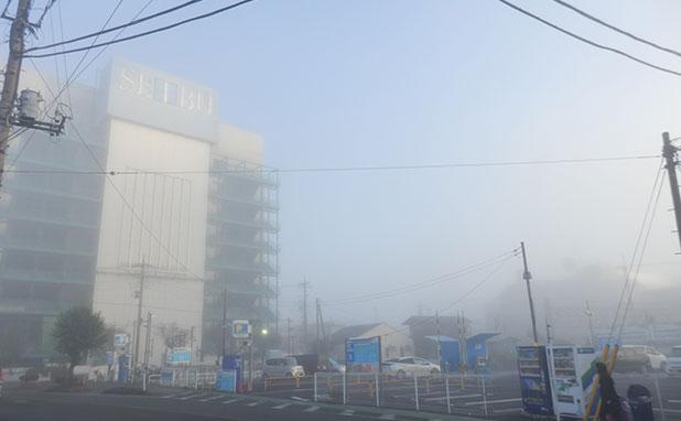 SEIBUも霧で幻想的に