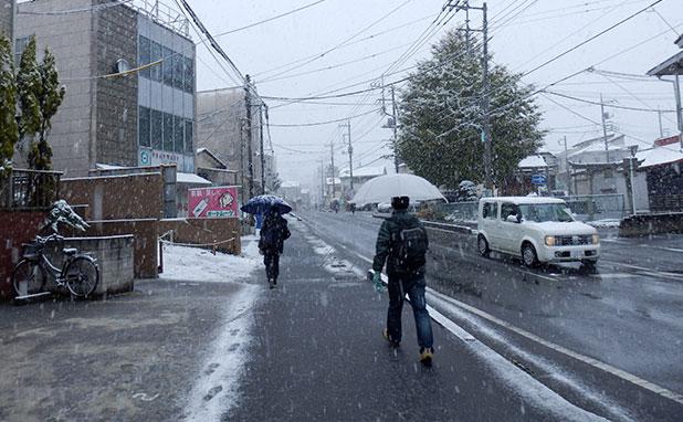 家からでると雪が降っていた